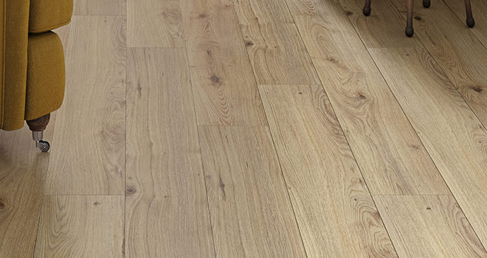 Trade Select - Natural Oak Laminate Flooring - Descriptive 2