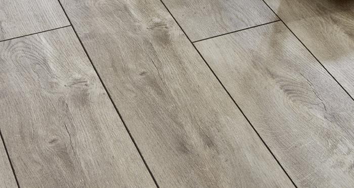 Verona - Fossil Oak Laminate Flooring - Descriptive 2