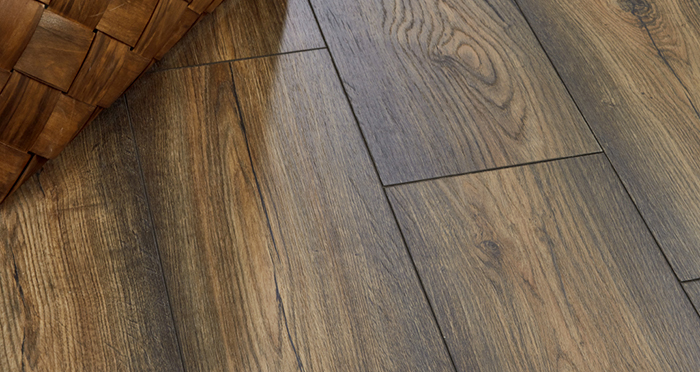Verona - Amber Oak Laminate Flooring - Descriptive 2