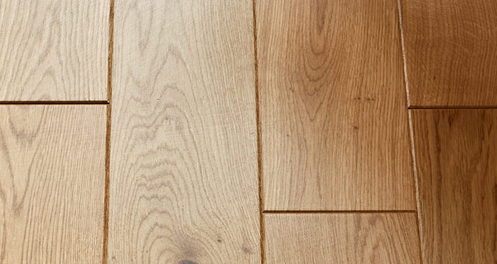 Carpenters Choice Oak 135mm Wide Lacquered Engineered Wood Flooring - Descriptive 3