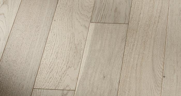 Kensington Grey Mist Oak Brushed & Lacquered Engineered Wood Flooring - Descriptive 4