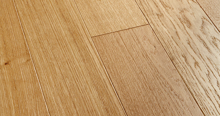 Kensington Oak Natural Brushed & Lacquered Engineered Wood Flooring - Descriptive 1