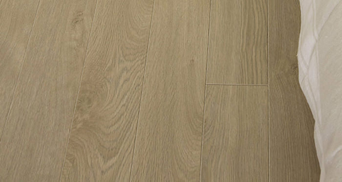Barnwood Multi Width - Natural Harvest Oak Laminate Flooring - Descriptive 3