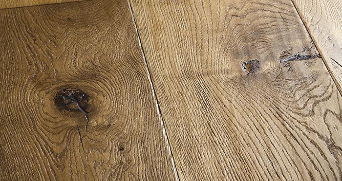 Kingswood Oak Distressed Brushed & Lacquered Engineered Wood Flooring - Descriptive 1
