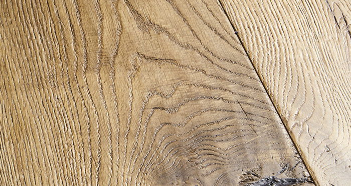 Kingswood Oak Distressed Brushed & Lacquered Engineered Wood Flooring - Descriptive 2