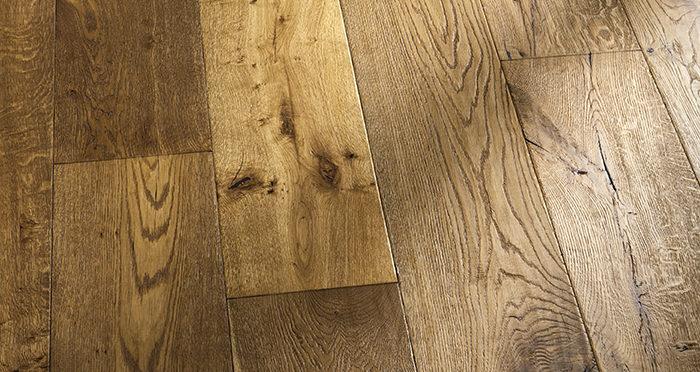 Kingswood Oak Distressed Brushed & Lacquered Engineered Wood Flooring - Descriptive 4