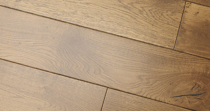 Farmhouse Golden Oak Lacquered Engineered Wood Flooring New - Descriptive 2