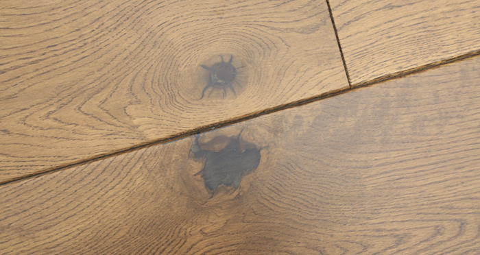 Farmhouse Golden Oak Lacquered Engineered Wood Flooring New - Descriptive 3