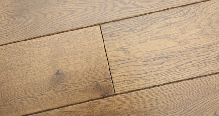 Farmhouse Golden Oak Lacquered Engineered Wood Flooring New - Descriptive 4