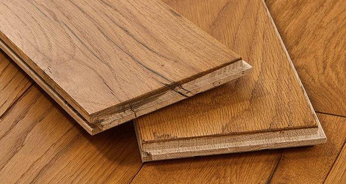 Luxury Golden Oak Solid Wood Flooring - Descriptive 1