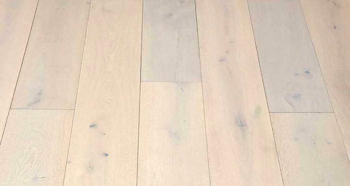 Frozen Oak Brushed & Lacquered Engineered Wood Flooring - Descriptive 5