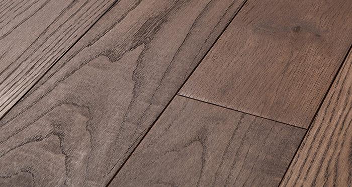 Deluxe Chocolate Oak Solid Wood Flooring - Descriptive 1