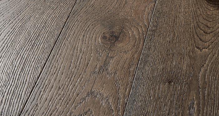 Manhattan Aged Cottage Oak Brushed & Lacquered Engineered Wood Flooring - Descriptive 1