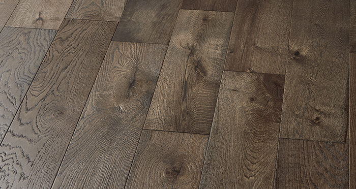 Manhattan Aged Cottage Oak Brushed & Lacquered Engineered Wood Flooring - Descriptive 5