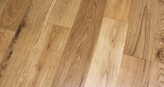 Rustic Cottage Oak Lacquered Engineered Wood Flooring - Descriptive 5