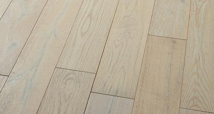 Manhattan Frozen Oak Brushed & Lacquered Engineered Wood Flooring - Descriptive 2