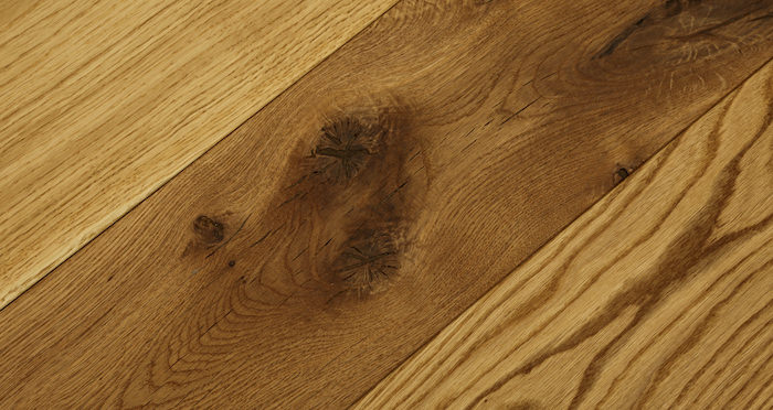Luxury Natural Oak Solid Wood Flooring - Descriptive 1