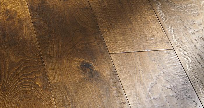 Old Castle Oak Lacquered Engineered Wood Flooring - Descriptive 7