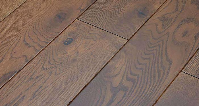 Golden Honey Oak Lacquered Solid Wood Flooring - Descriptive 1