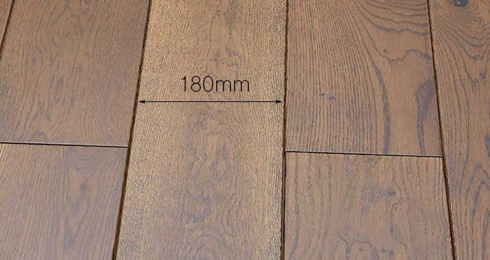 Golden Honey Oak Lacquered Solid Wood Flooring - Descriptive 3