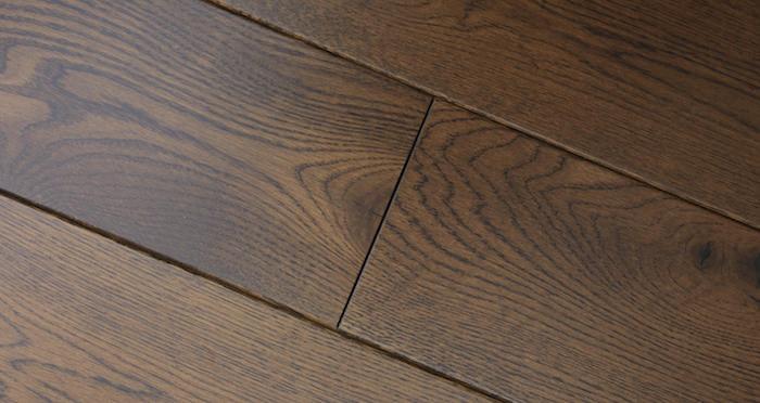 Golden Honey Oak Lacquered Solid Wood Flooring - Descriptive 4