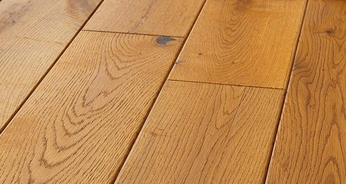 Manor Antique Golden Oak Brushed & Oiled Engineered Wood Flooring - Descriptive 1