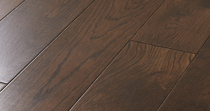 Studio Chocolate Oak Lacquered Engineered Wood Flooring - Descriptive 1