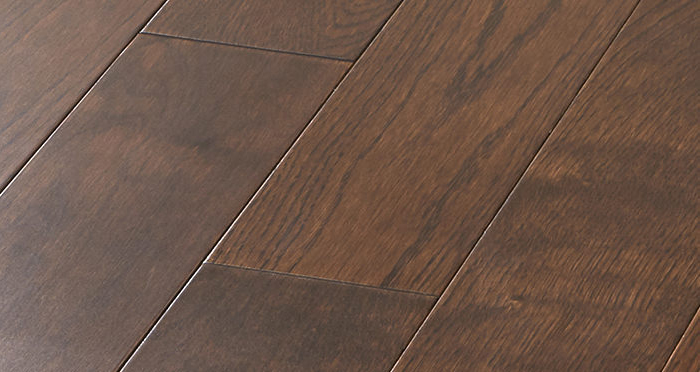 Studio Chocolate Oak Lacquered Engineered Wood Flooring - Descriptive 4