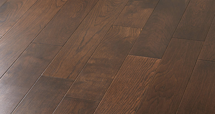 Studio Chocolate Oak Lacquered Engineered Wood Flooring - Descriptive 5
