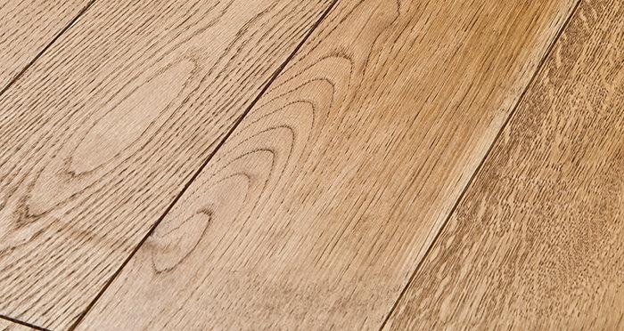 Deluxe Georgian Oak Solid Wood Flooring - Descriptive 1