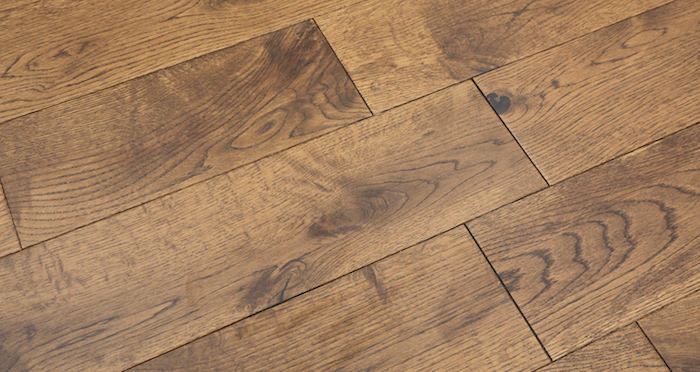 Studio Honey Oak Lacquered Engineered Wood Flooring - Descriptive 2