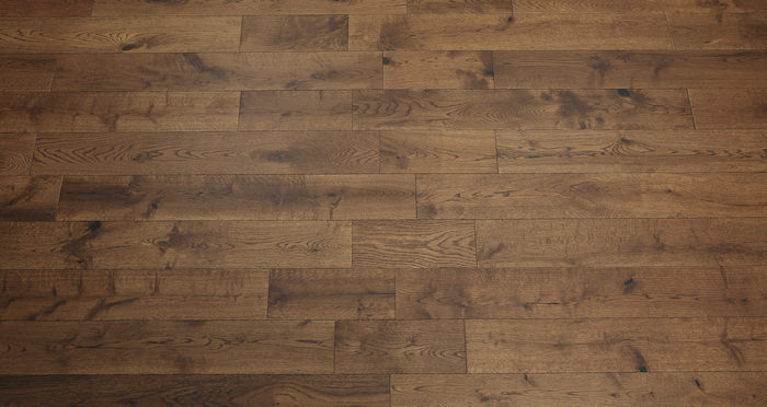 Studio Honey Oak Lacquered Engineered Wood Flooring - Descriptive 3