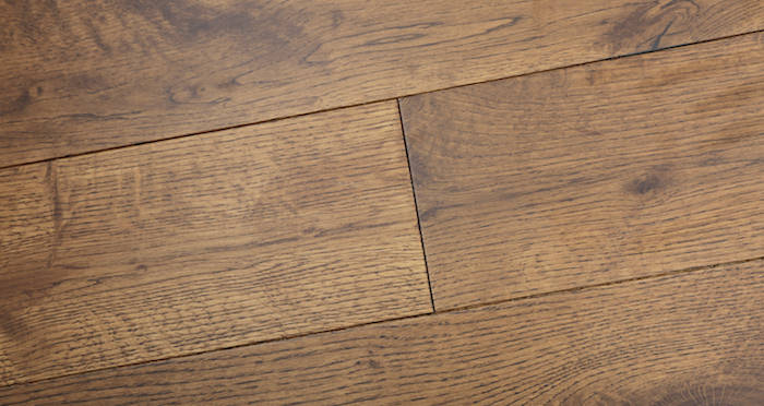 Studio Honey Oak Lacquered Engineered Wood Flooring - Descriptive 4