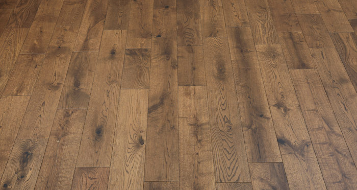 Studio Honey Oak Lacquered Engineered Wood Flooring - Descriptive 5