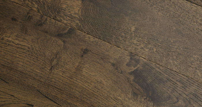 Rich Bourbon Oak Brushed & Lacquered Engineered Wood Flooring - Descriptive 2