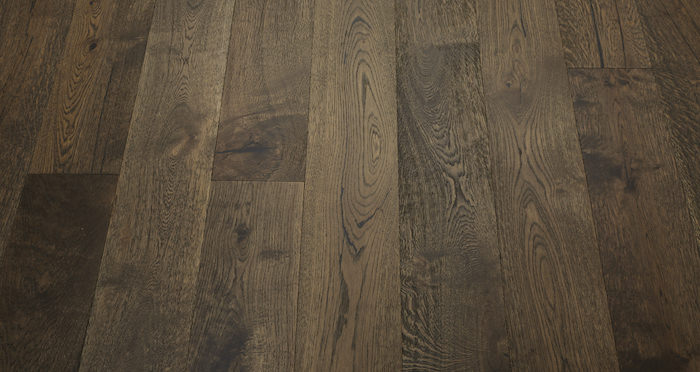 Rich Bourbon Oak Brushed & Lacquered Engineered Wood Flooring - Descriptive 3