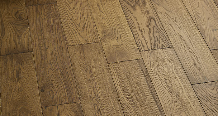 Loft Deep Golden Oak Brushed & Oiled Engineered Wood Flooring - Descriptive 5