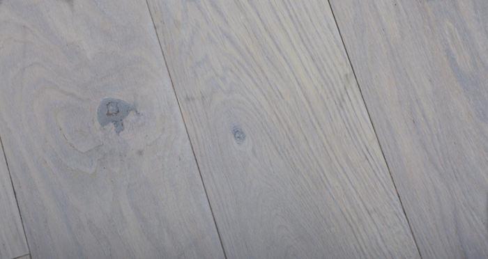 Luxury Frosted Oak Solid Wood Flooring - Descriptive 1