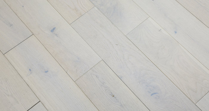 Frozen Oak Brushed & Lacquered Engineered Wood Flooring 125mm - Descriptive 2