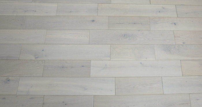 Frozen Oak Brushed & Lacquered Engineered Wood Flooring 125mm - Descriptive 3